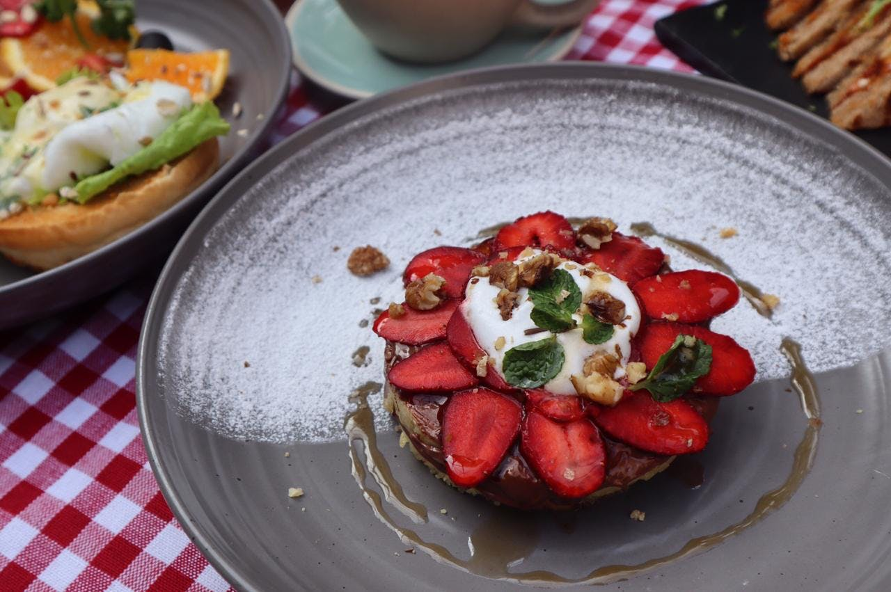 Dish,Food,Cuisine,Ingredient,Goat cheese,Caprese salad,Strawberry,Breakfast,Meal,Burrata