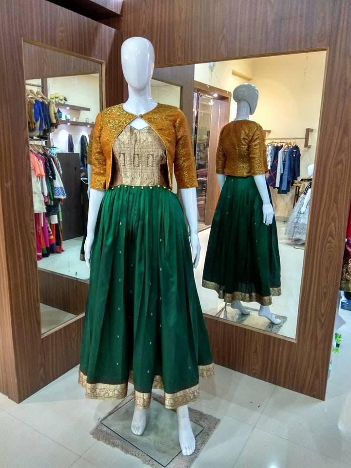 Clothing,Boutique,Mannequin,Dress,Costume design,Fashion,Costume,Outerwear,Fashion design,Formal wear