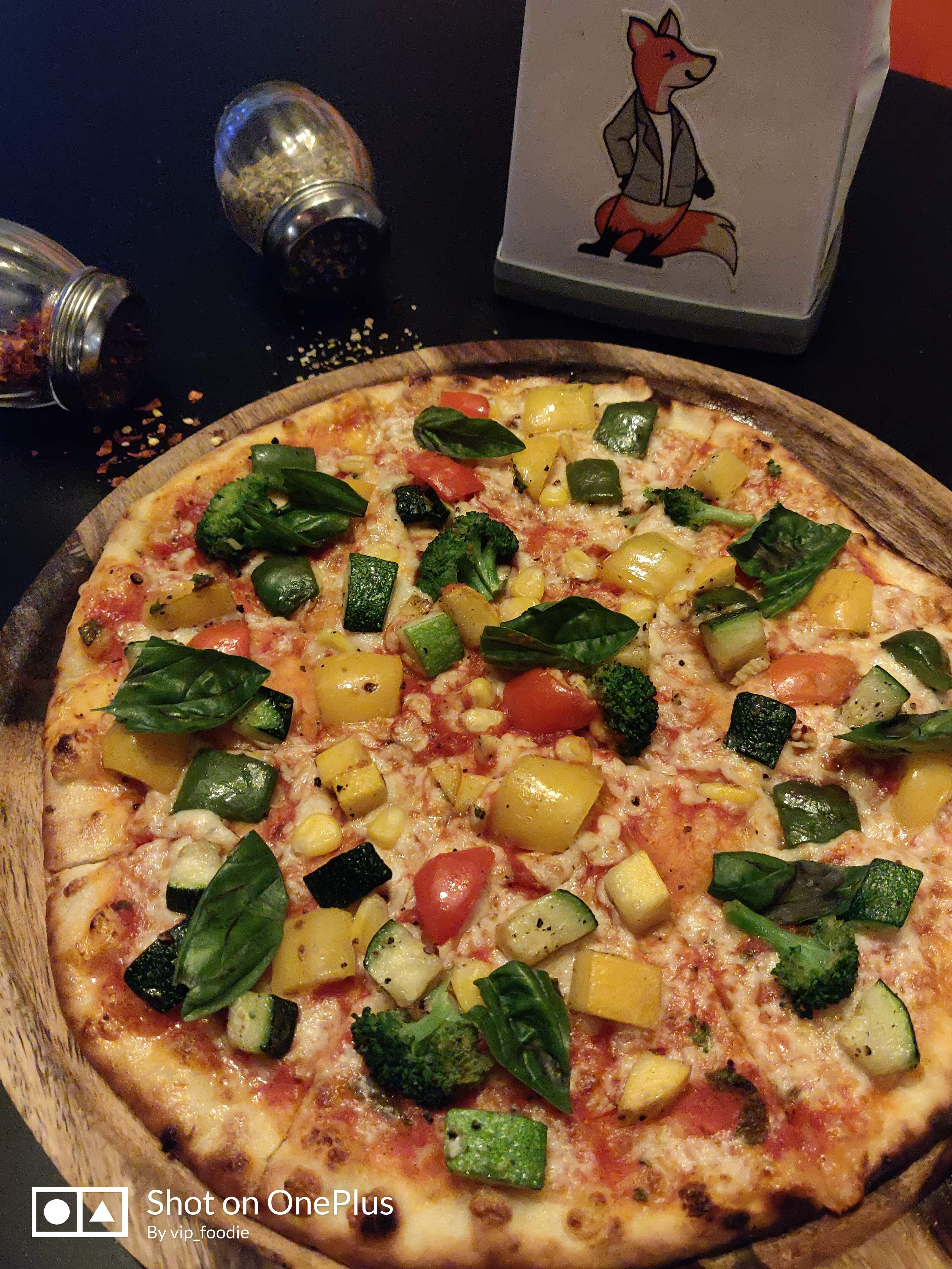 Dish,Pizza,Food,Cuisine,Pizza cheese,California-style pizza,Ingredient,Flatbread,Italian food,Brunch