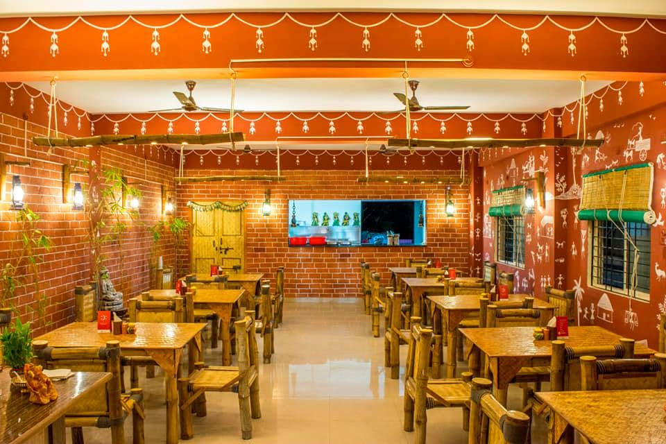 Building,Restaurant,Room,Interior design,Architecture,Food court,Table,Furniture,Function hall,Cafeteria