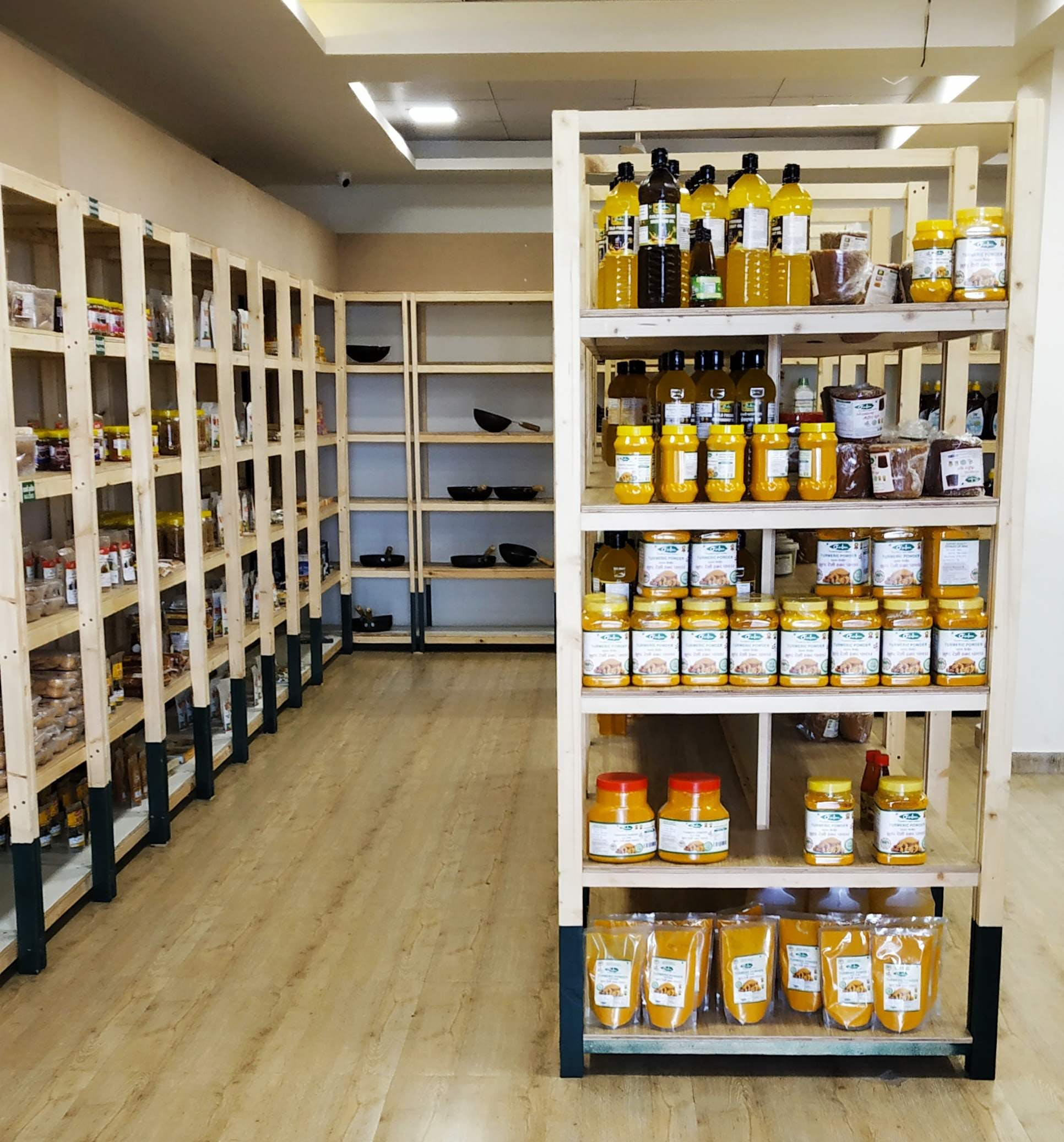 Shelf,Product,Shelving,Building,Liquor store,Retail,Inventory,Furniture,Grocery store,Pantry