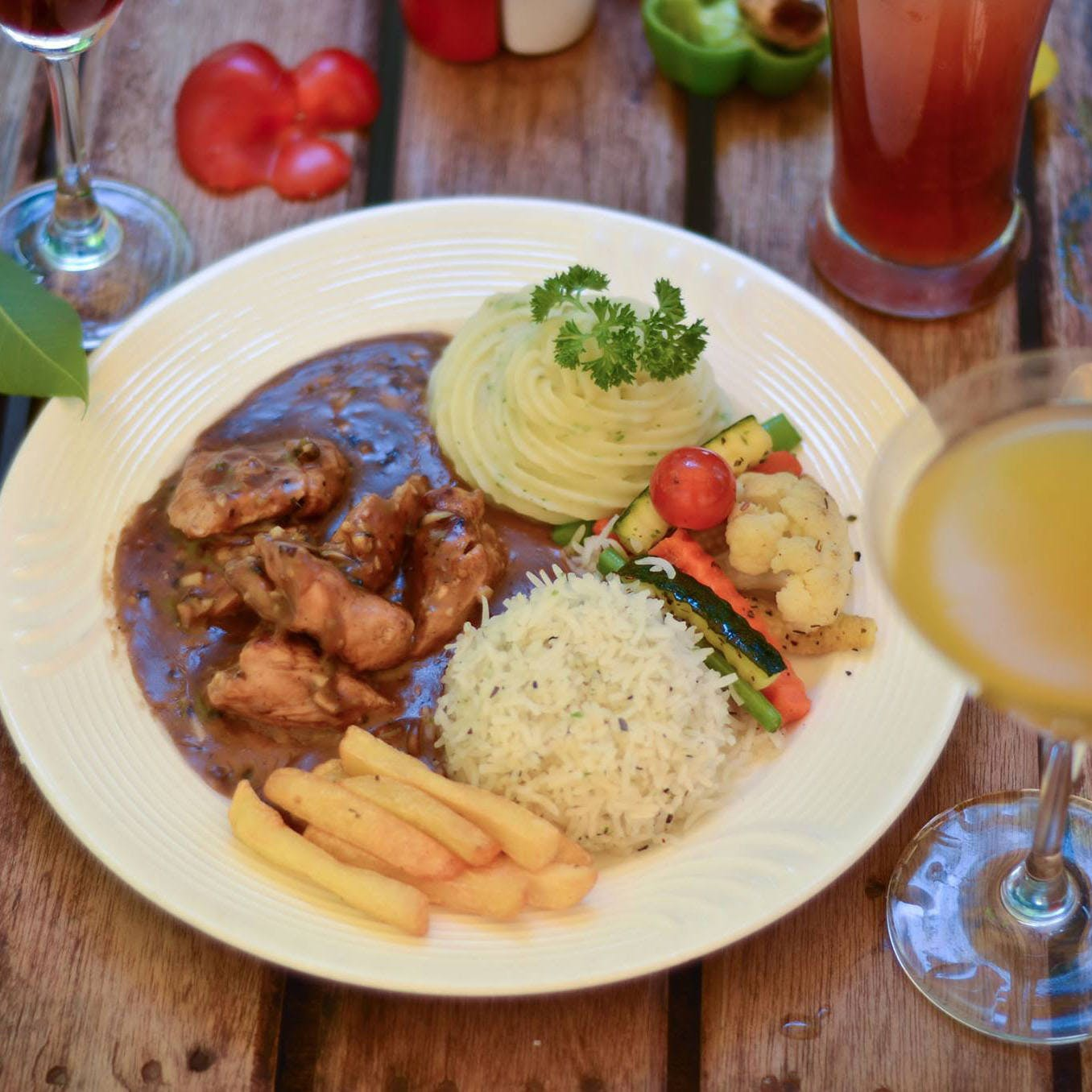Dish,Food,Cuisine,Ingredient,Meal,Lunch,Produce,Recipe,Meat,Plate lunch