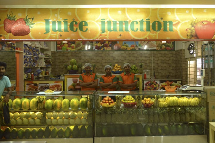 Natural foods,Whole food,Grocery store,Food,Delicatessen,Grocer,Building,Trade,Retail,Fruit