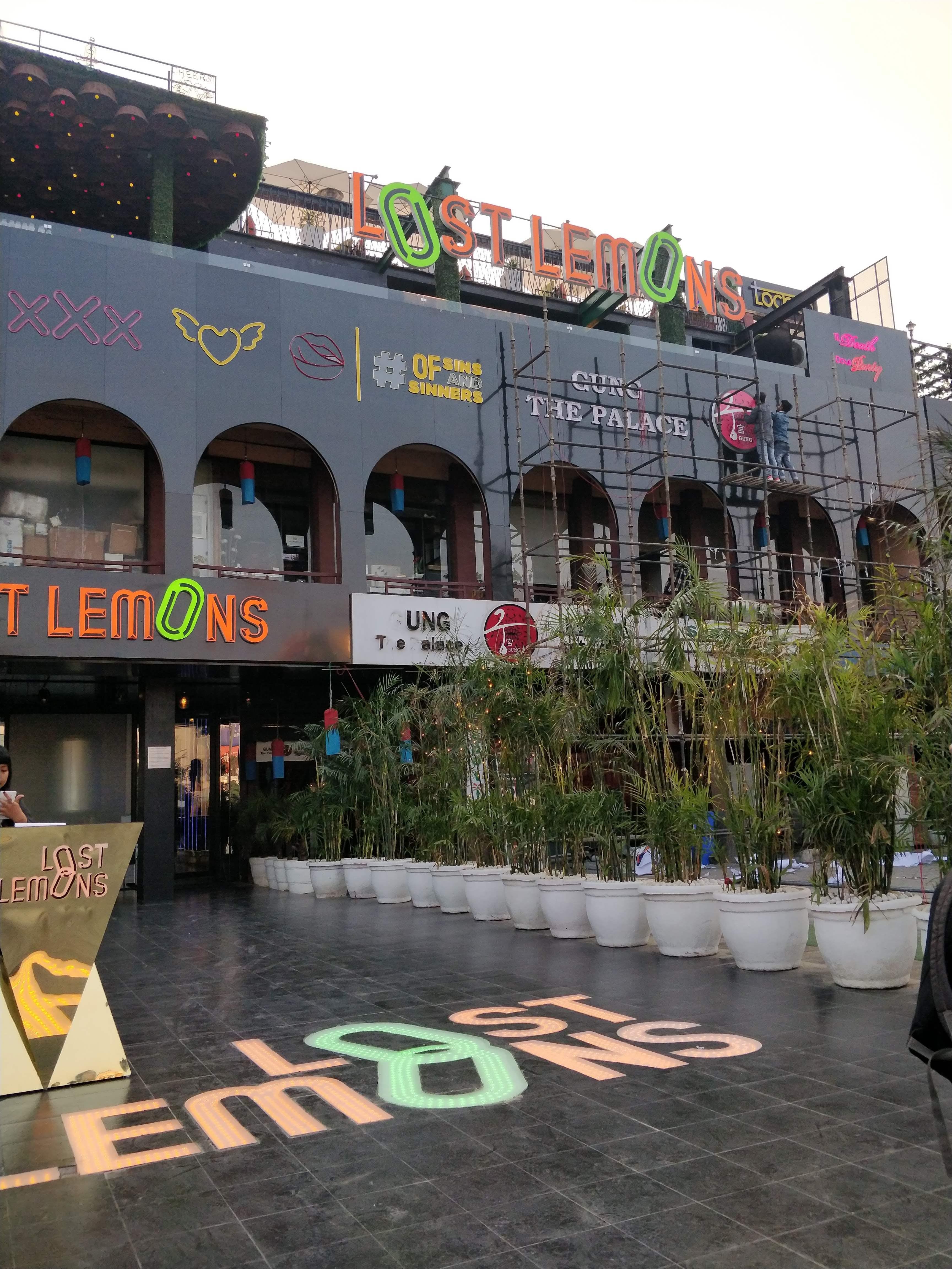 Building,Architecture,Neighbourhood,Mixed-use,Urban design,Facade,City,Street