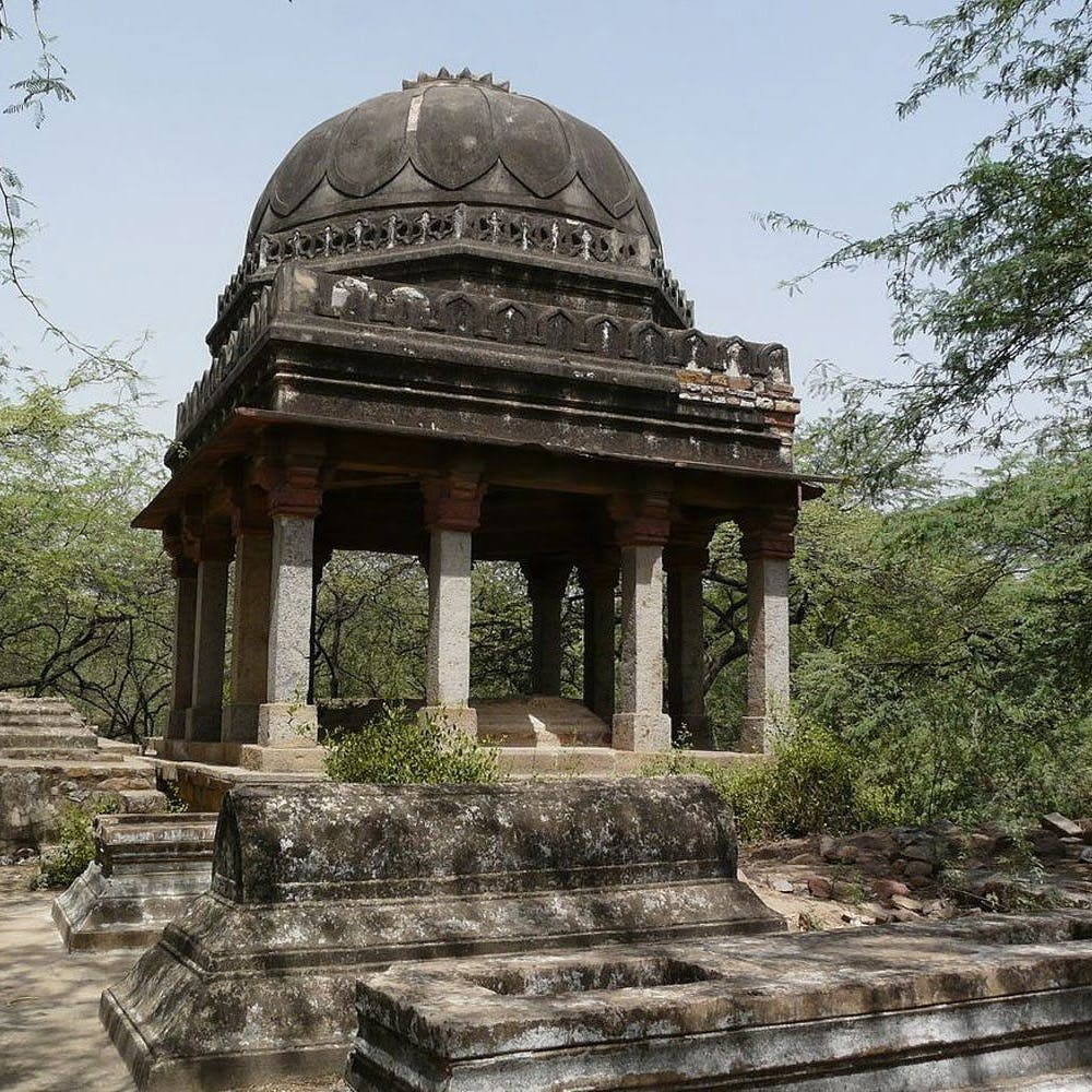 Historic site,Landmark,Temple,Building,Architecture,Place of worship,Mausoleum,Temple,Tomb,Ancient history