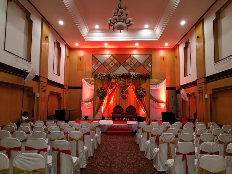 Decoration,Function hall,Wedding banquet,Building,Event,Aisle,Ceremony,Interior design,Ballroom,Party