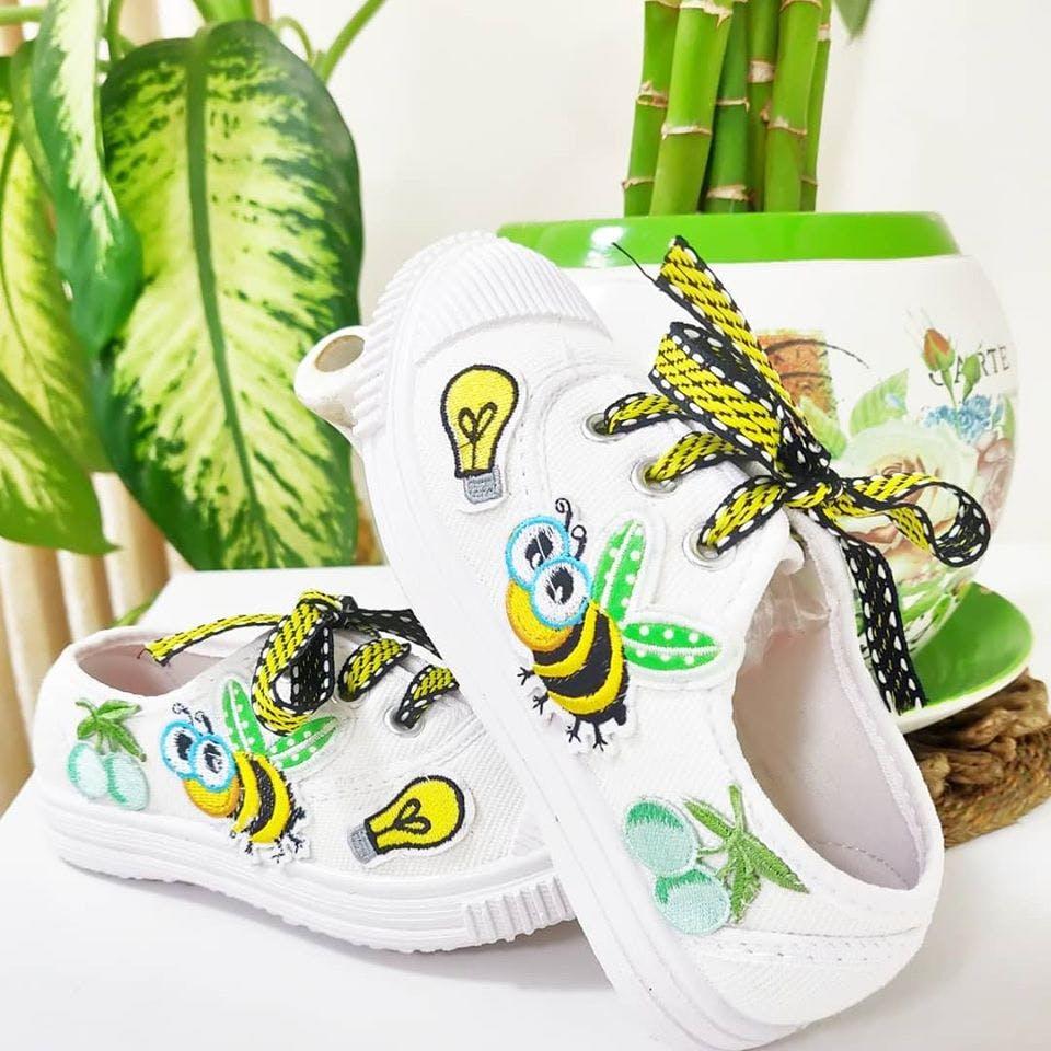Green,Footwear,Product,Font,Shoe,Flip-flops