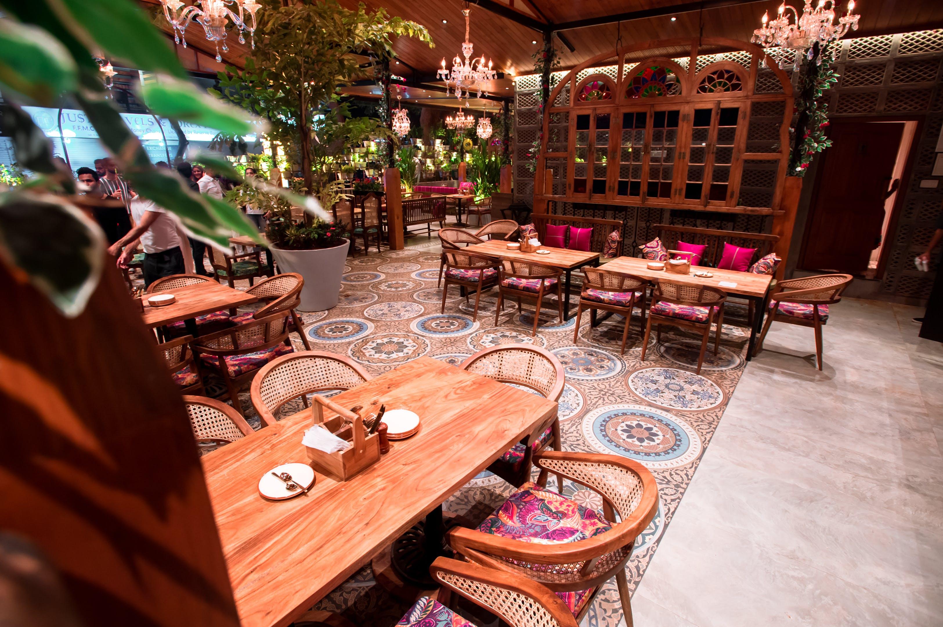Restaurant,Table,Room,Interior design,Furniture,Café,Coffeehouse,House,Building,Brunch