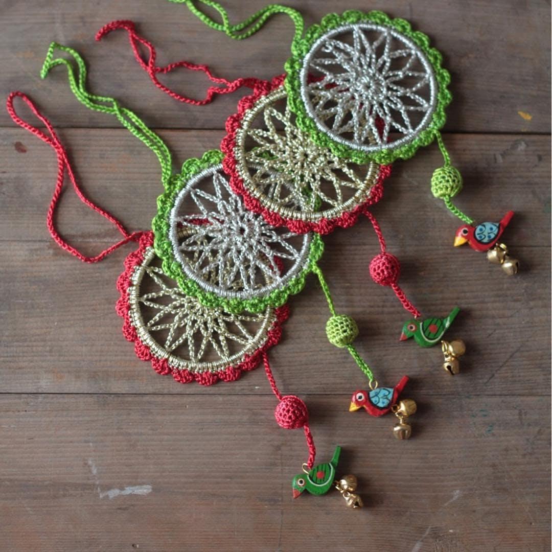 Crochet,Jewellery,Fashion accessory,Textile,Ornament,Visual arts,Plant,Art,Motif,Wire