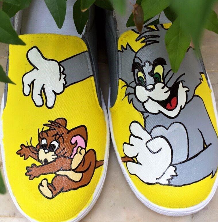 Cartoon,Yellow,Animated cartoon,Footwear,Fictional character,Shoe