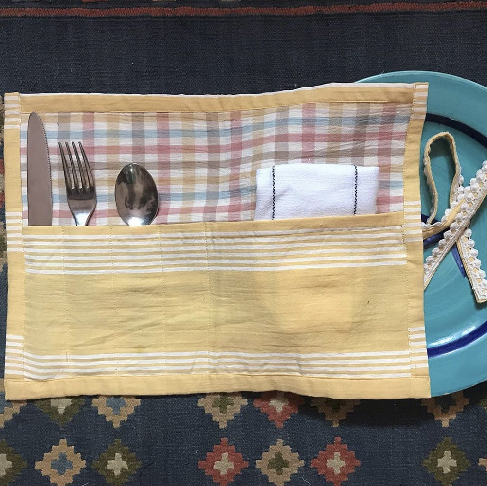 Placemat,Tablecloth,Textile,Linens,Rectangle,Pattern,Wood,Table,Home accessories
