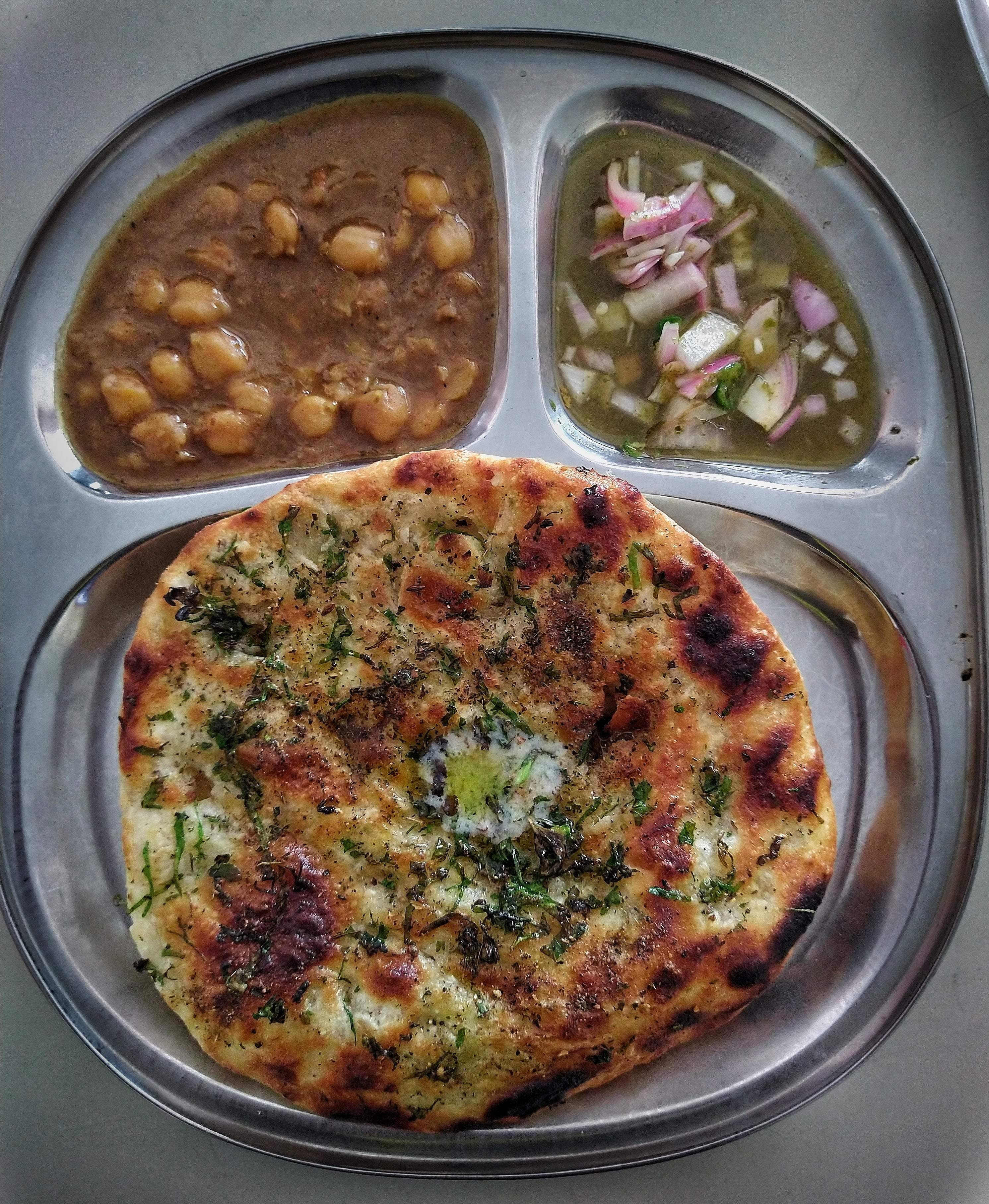 Dish,Food,Cuisine,Ingredient,Flatbread,Naan,Lunch,Kulcha,Produce,Uttapam