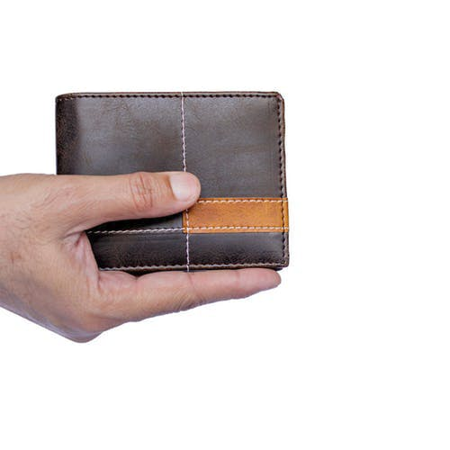 Wallet,Leather,Brown,Coin purse,Tan,Fashion accessory,Material property,Hand,Beige