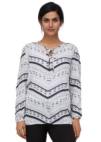 Clothing,White,Sleeve,Black,Outerwear,Neck,T-shirt,Sweater,Top,Blouse