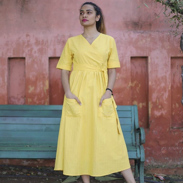 Clothing,Dress,Yellow,Fashion model,Day dress,Fashion,Neck,Formal wear,Turquoise,Shoulder
