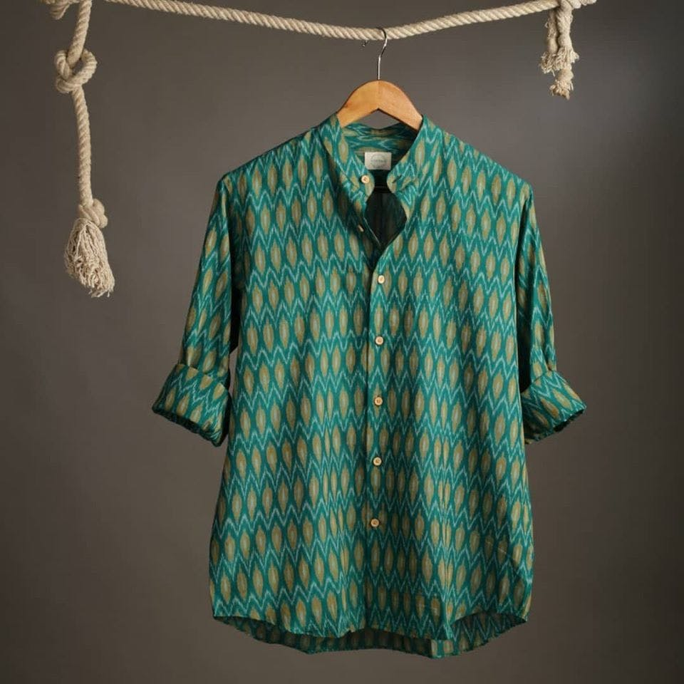 Clothing,Blue,Green,Sleeve,Aqua,Turquoise,Clothes hanger,Teal,Shirt,Collar