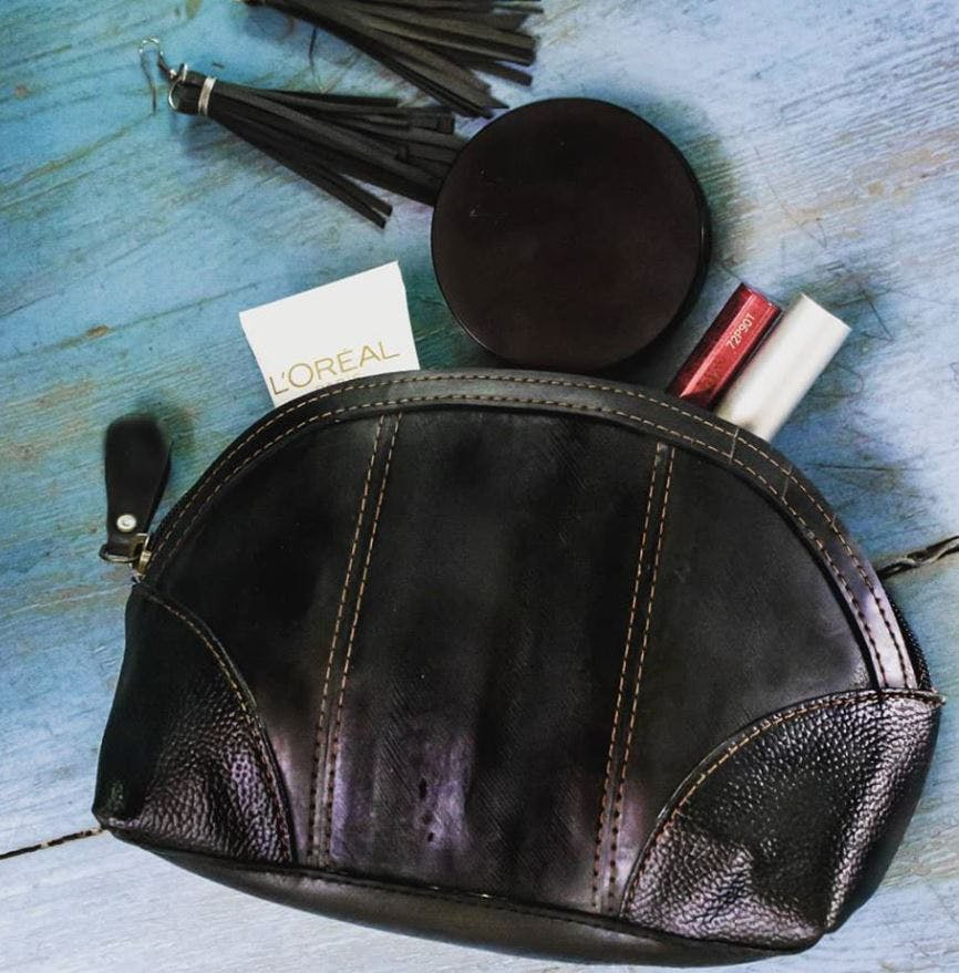 Leather,Bag,Fashion accessory,Wallet,Coin purse