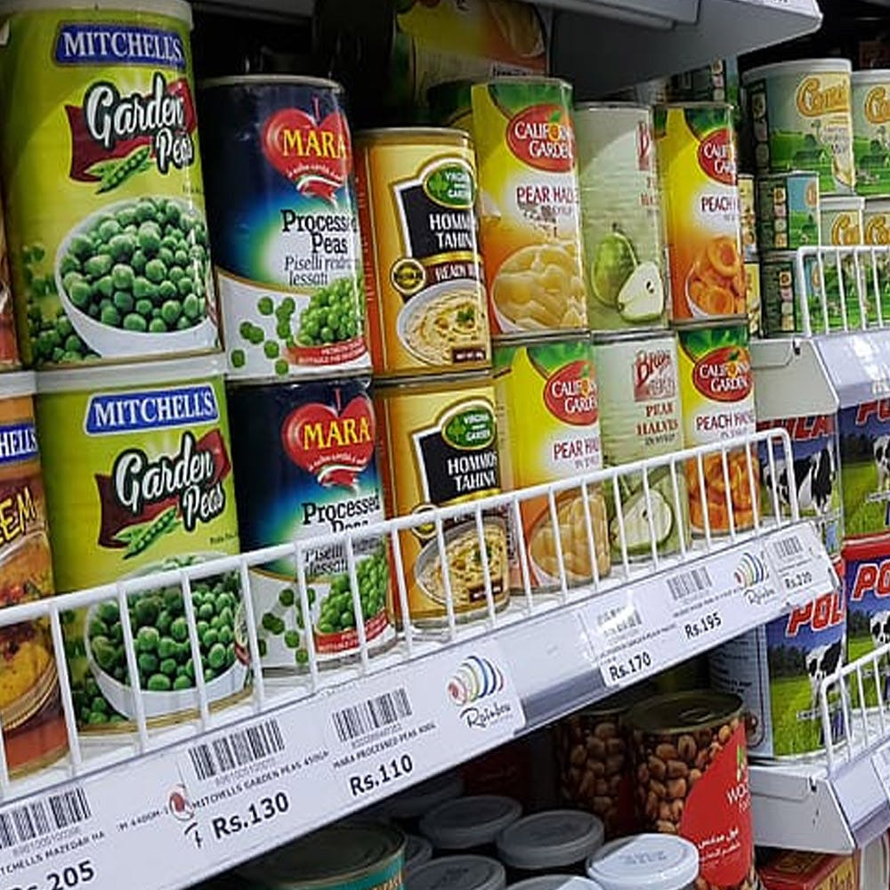 Convenience food,Supermarket,Grocery store,Food,Convenience store,Food group,Frozen food,Snack,Natural foods,Legume