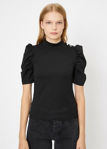 Clothing,Black,Sleeve,Neck,Shoulder,T-shirt,Joint,Top,Arm,Blouse