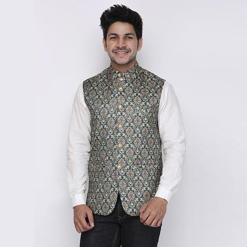 Clothing,Outerwear,Sweater vest,Vest,Neck,Sleeve,Collar,Beige,Blazer,Suit