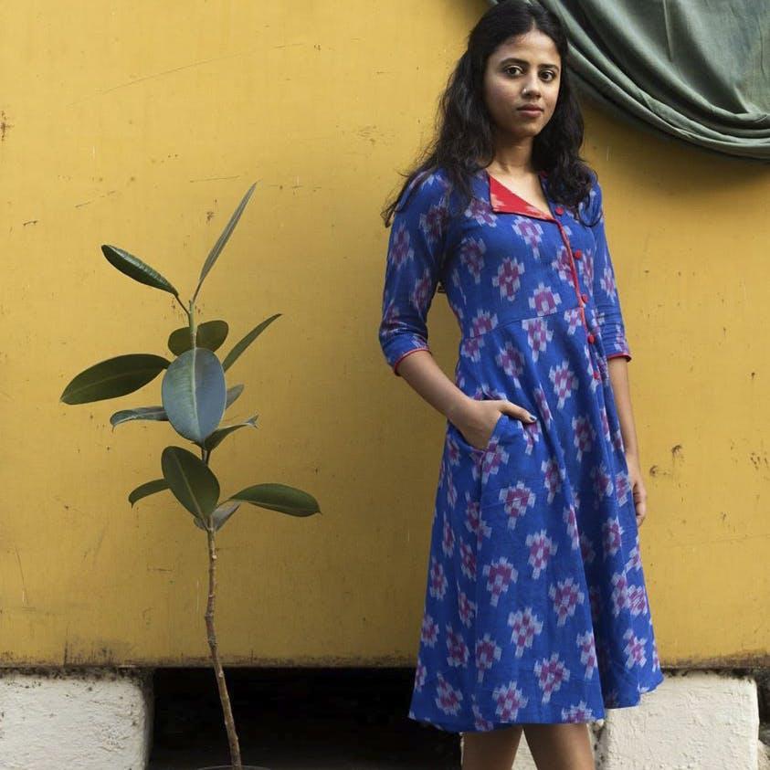 Clothing,Blue,Dress,Electric blue,Textile,Formal wear,Neck,Sleeve,Silk,Pattern
