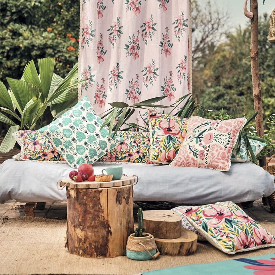 Furniture,Room,Cushion,Interior design,studio couch,Couch,Table,Living room,Textile,Tree