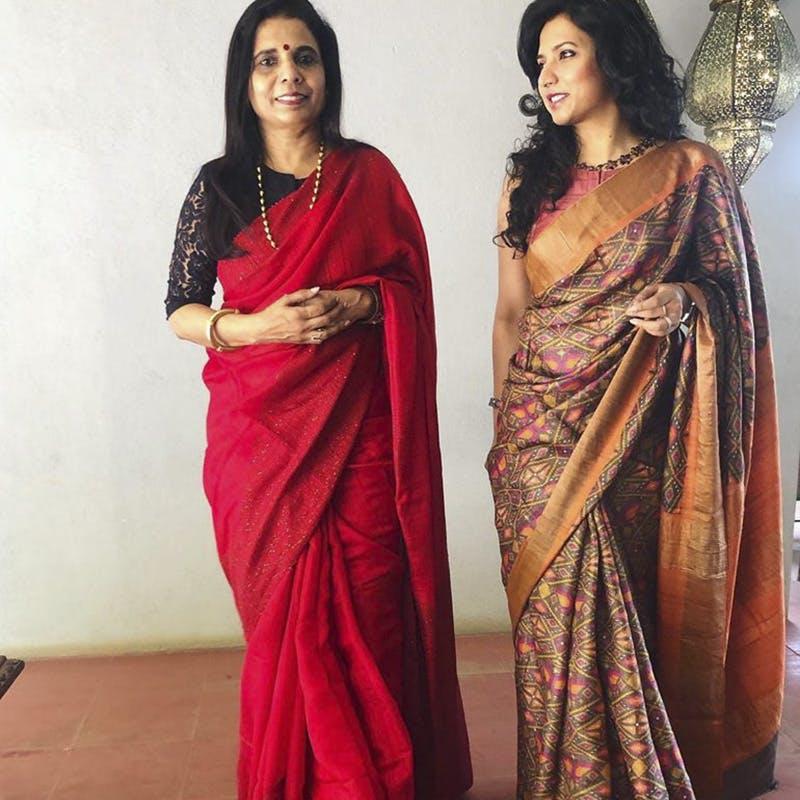 Sari,Clothing,Maroon,Formal wear,Silk,Textile,Magenta,Fashion design,Blouse,Trunk