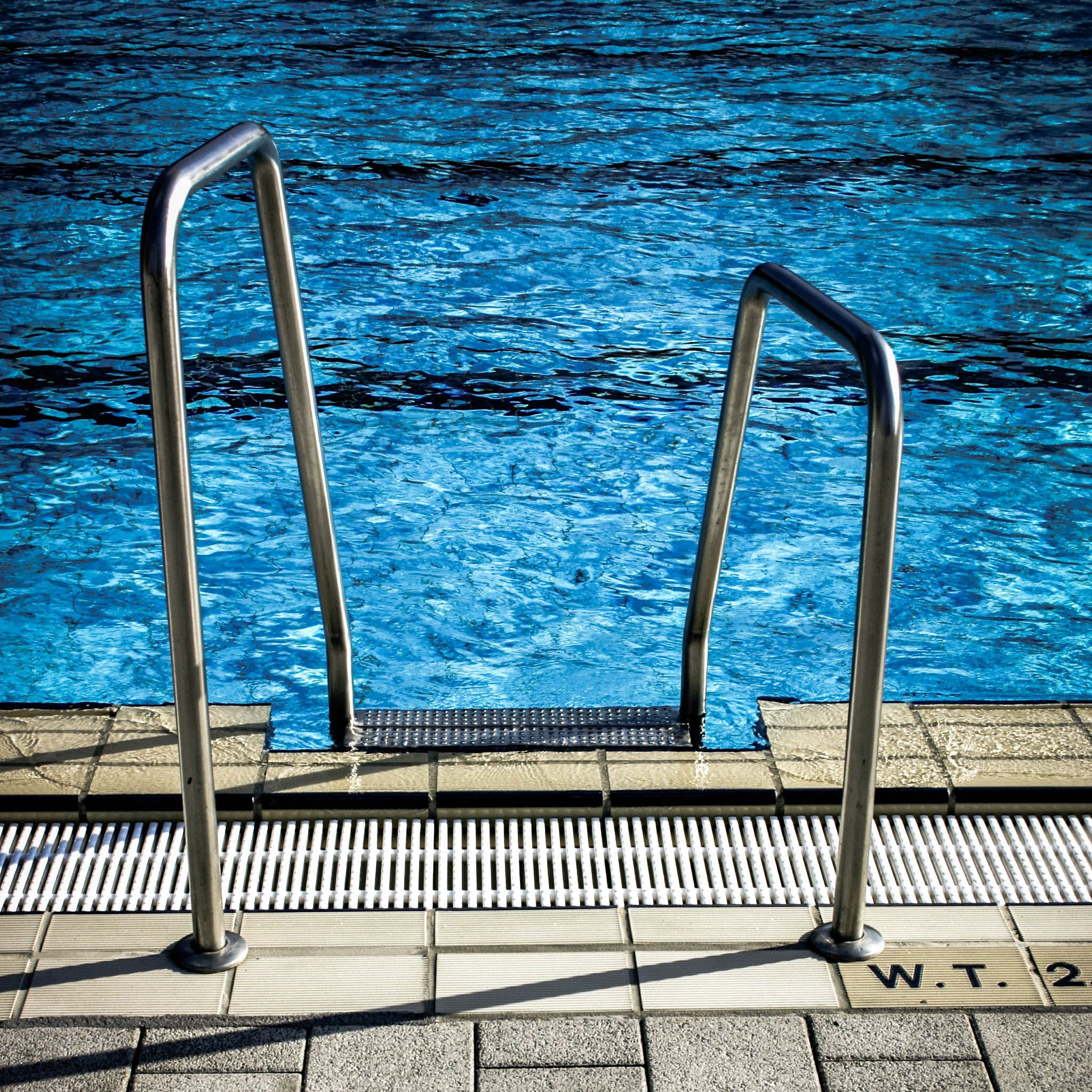 Swimming pool,Water,Blue,Daytime,Sky,Line,Architecture,Summer,Guard rail,Sea