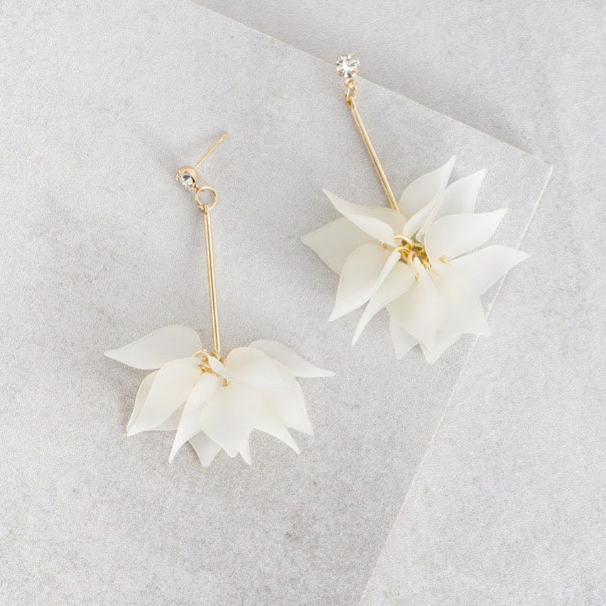White,Product,Fashion accessory,Jewellery,Petal,Earrings,Flower,Plant,Wedding ceremony supply,Paper