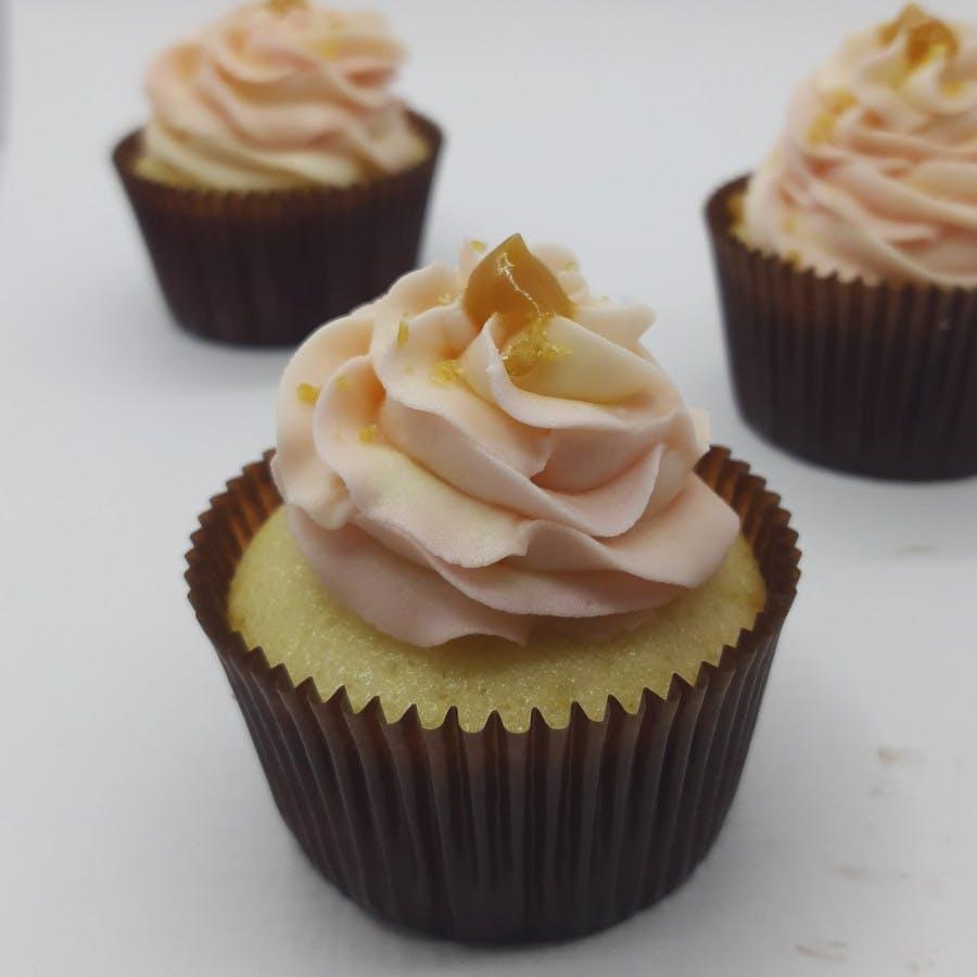 Cupcake,Food,Buttercream,Icing,Dessert,Cake,Cuisine,Dish,Baking,Baked goods