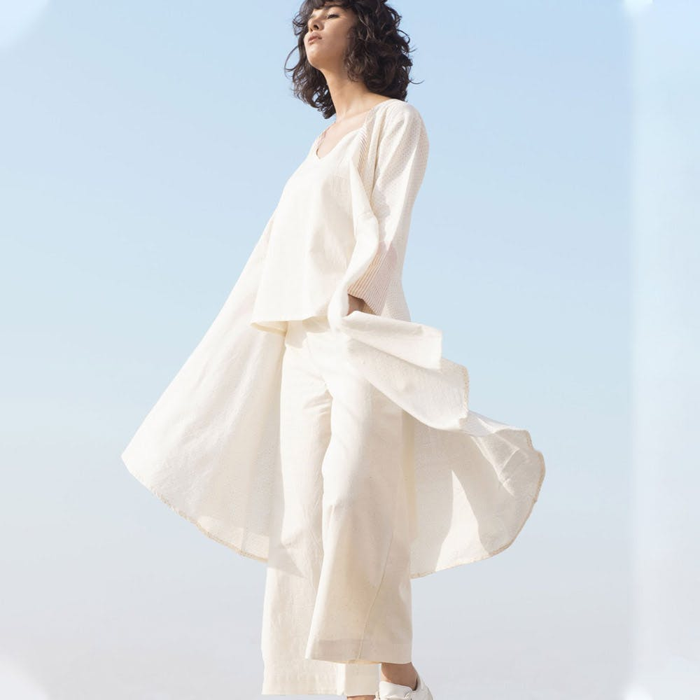 Clothing,White,Dress,Shoulder,Gown,Fashion model,Fashion,A-line,Sleeve,Outerwear