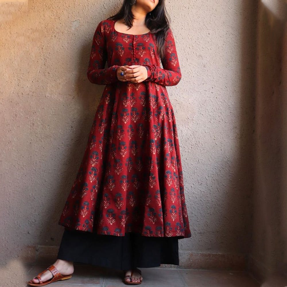Clothing,Maroon,Dress,Red,Formal wear,Neck,Magenta,Fashion model,Sleeve,Gown