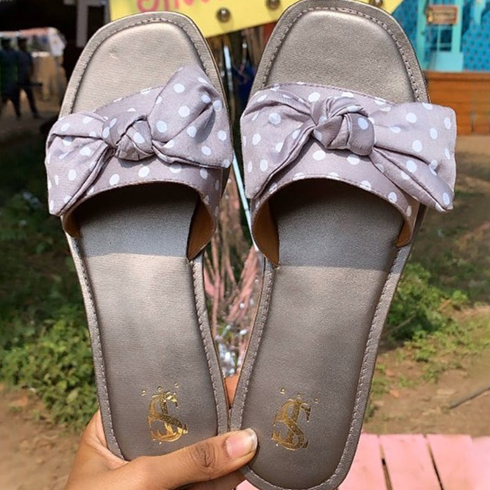 Footwear,Shoe,Sandal,Slipper,Leg,Beige,High heels,Fashion accessory