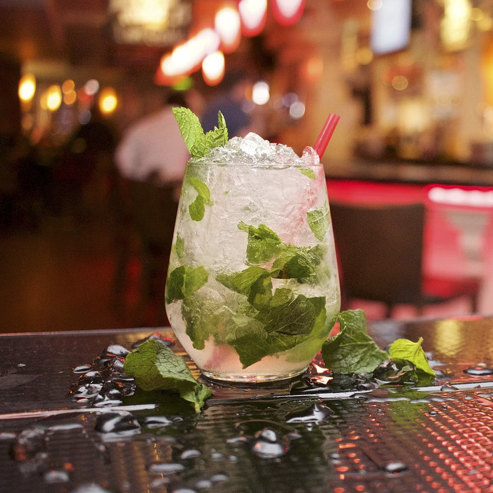 Mojito,Drink,Food,Mint julep,Non-alcoholic beverage,Cocktail garnish,Gin and tonic