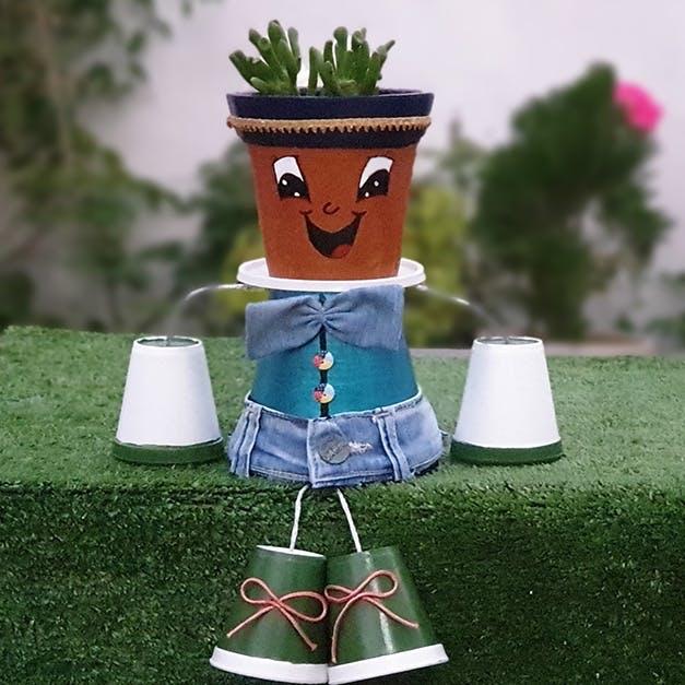 Grass,Flowerpot,Figurine,Toy,Animation,Lawn,Action figure,Garden