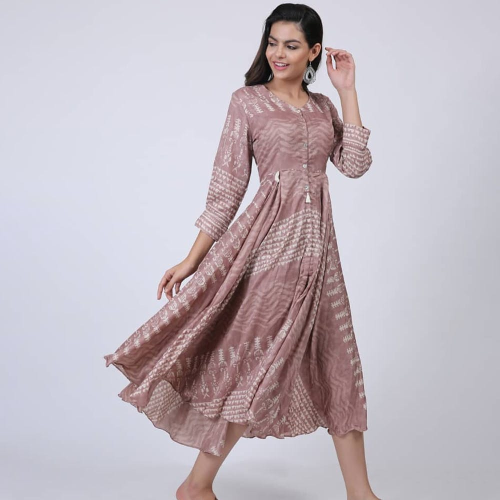 Clothing,Dress,Fashion model,Formal wear,Pink,Day dress,Sleeve,Neck,Gown,Fashion