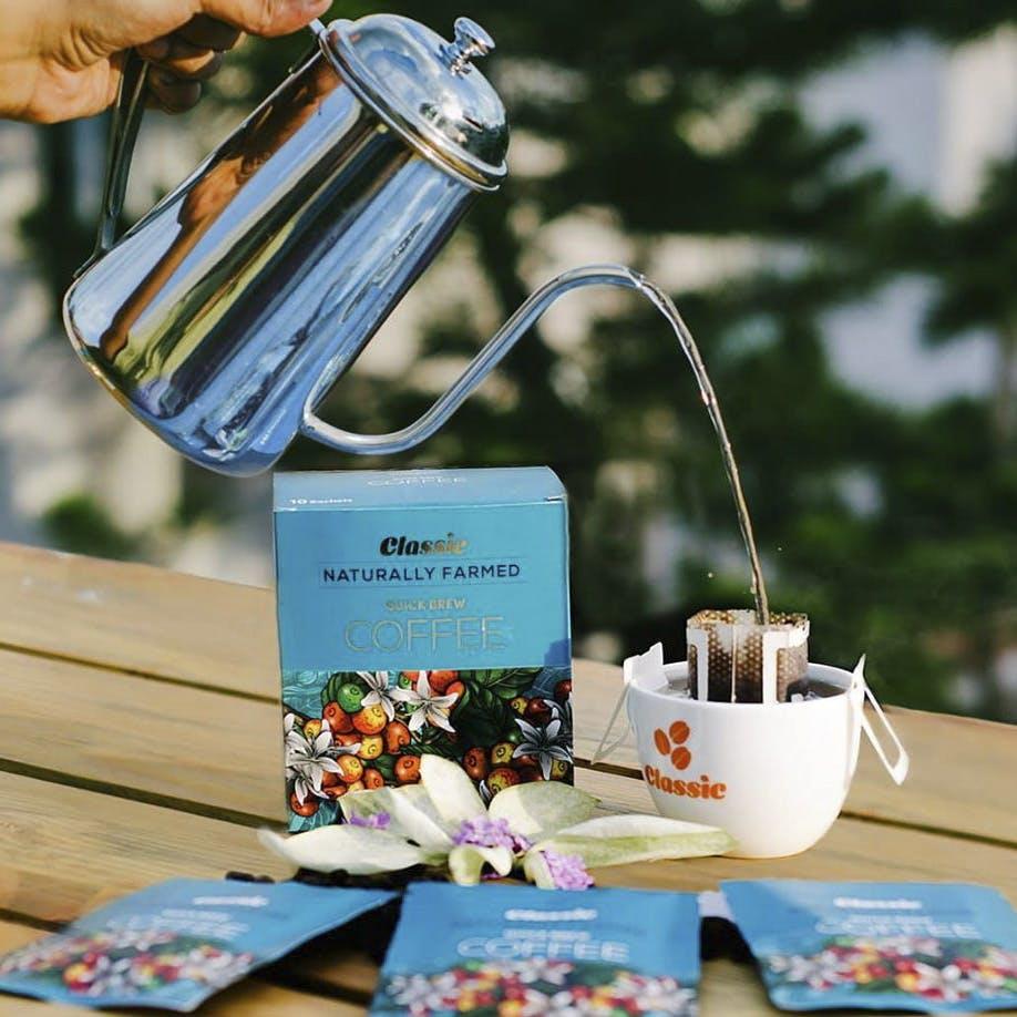 Party favor,Cup,Tableware,Drinkware,Teacup,Table,Tea set