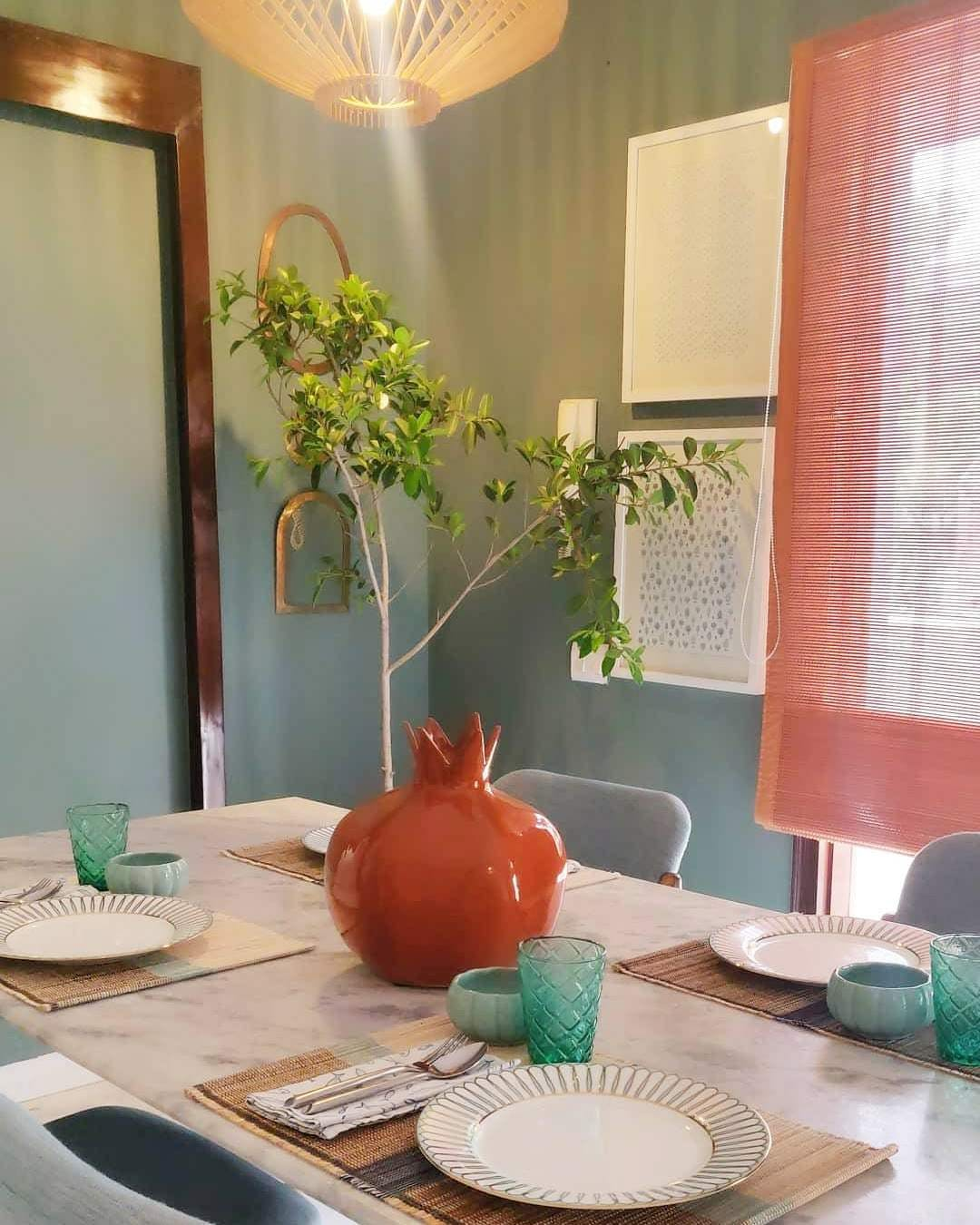 Room,Dining room,Interior design,Property,Table,Green,Furniture,House,Living room,Home