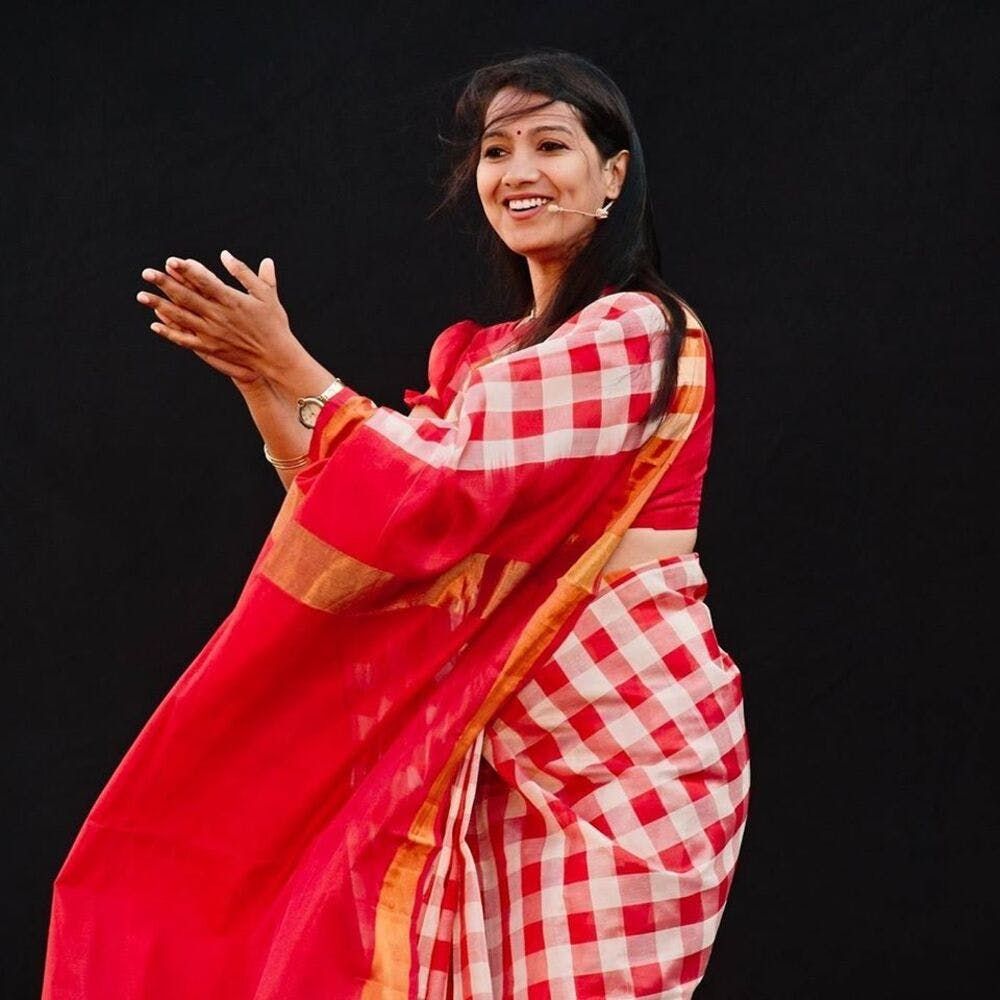 Performance,Textile,Performing arts,Hand,Event,Dance,Gesture