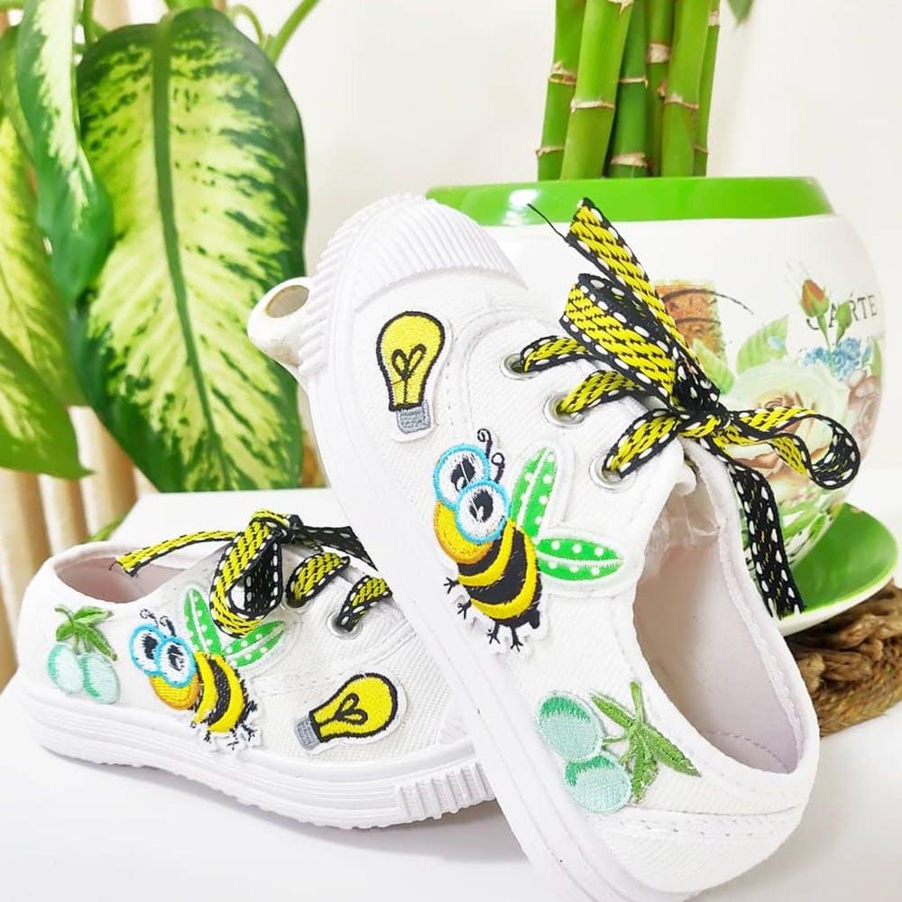 Footwear,Green,Flip-flops,Product,Shoe,Font,Headgear,Cap,Slipper,Sneakers