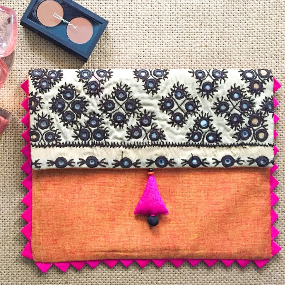 Pink,Wallet,Coin purse,Magenta,Fashion accessory,Textile,Zipper,Rectangle,Pattern,Mobile phone case
