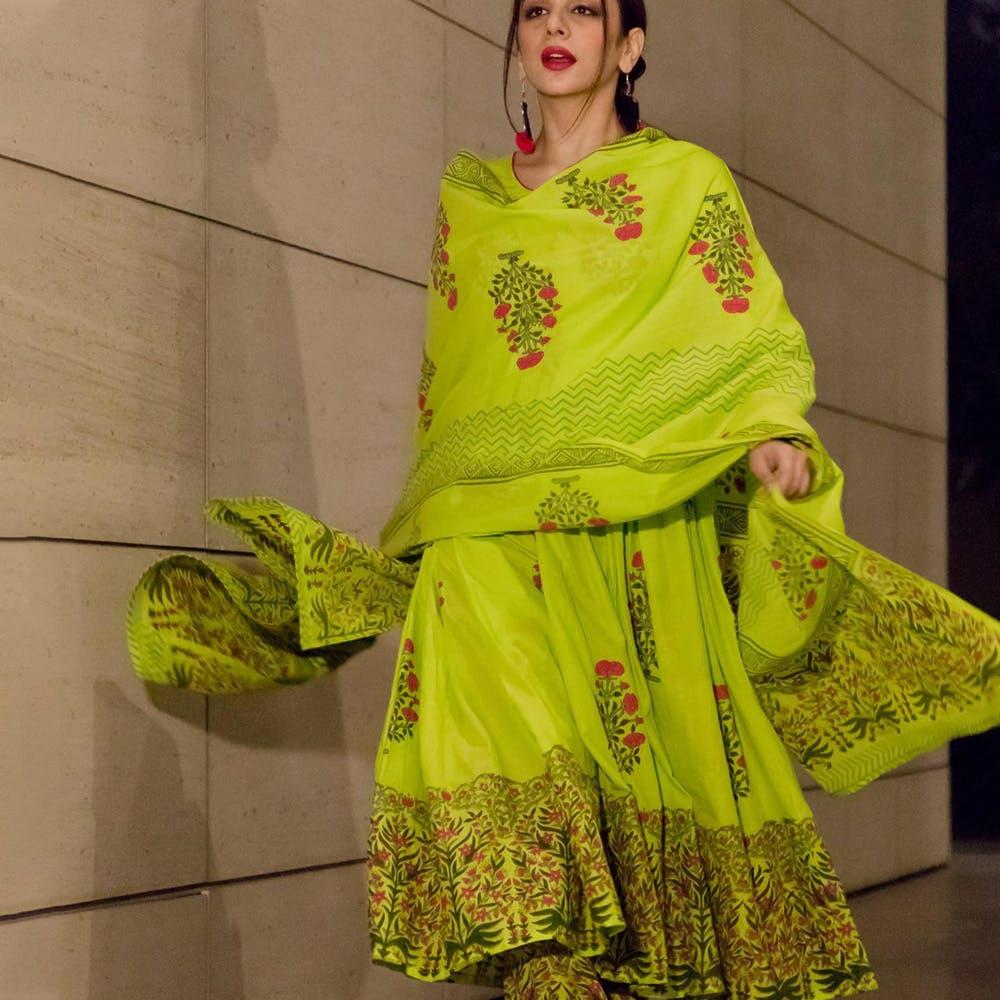 Clothing,Yellow,Green,Sari,Fashion design,Silk,Textile,Formal wear,Sleeve,Tradition