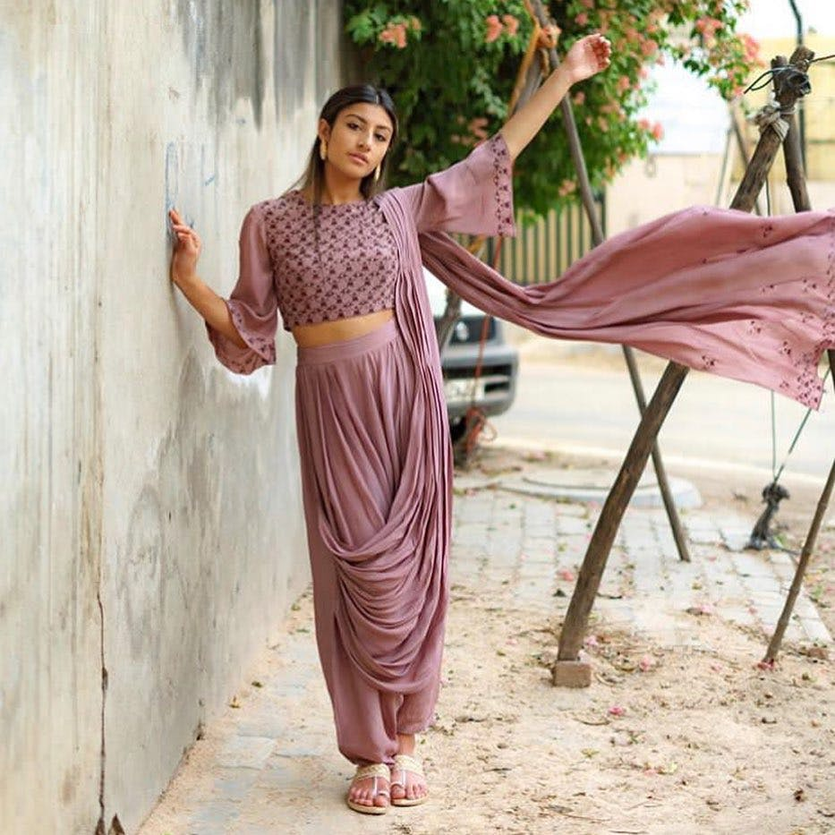 Clothing,Pink,Waist,Dress,Purple,Neck,Formal wear,Photo shoot,Textile,Trousers
