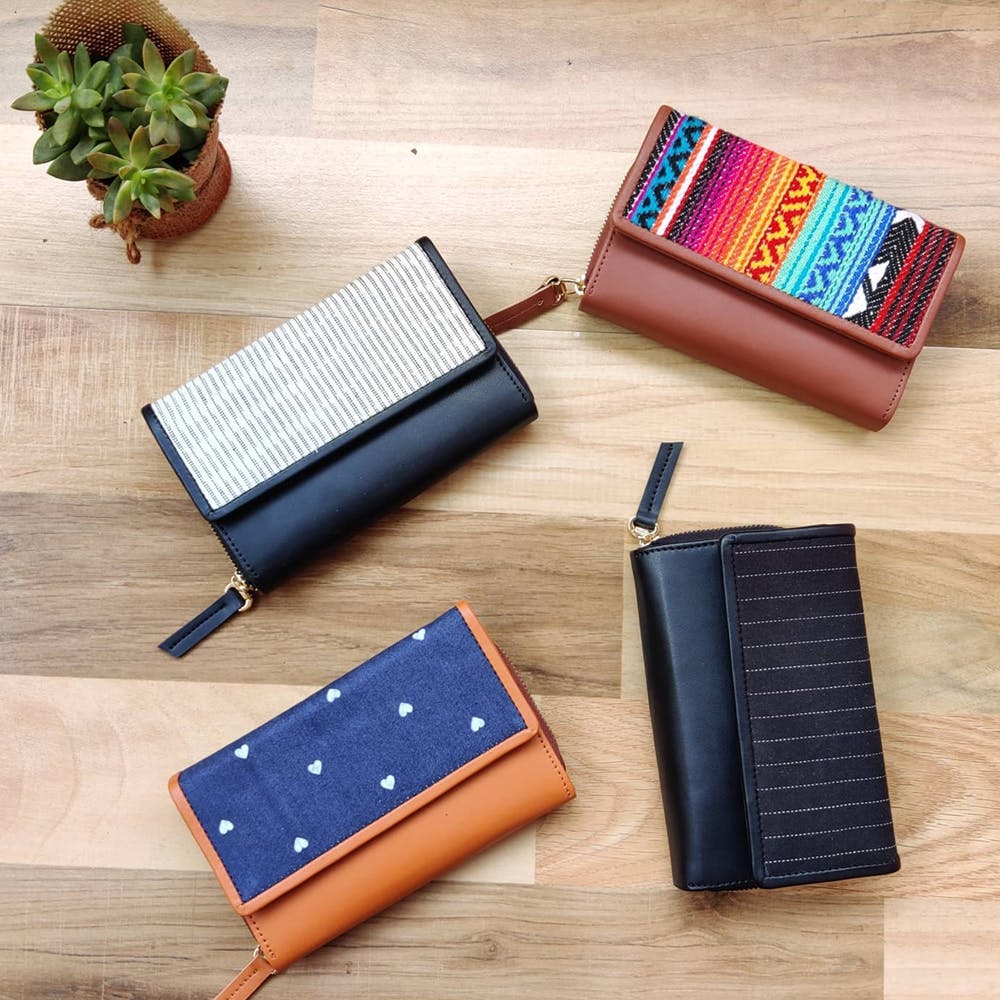 Wallet,Fashion accessory,Font,Zipper,Coin purse,Leather,Rectangle,Pencil case,Stationery