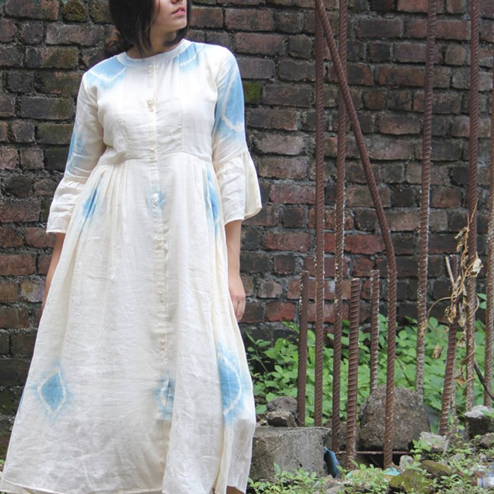 White,Clothing,Dress,Blue,Turquoise,Fashion,Gown,Formal wear,Sleeve,Outerwear