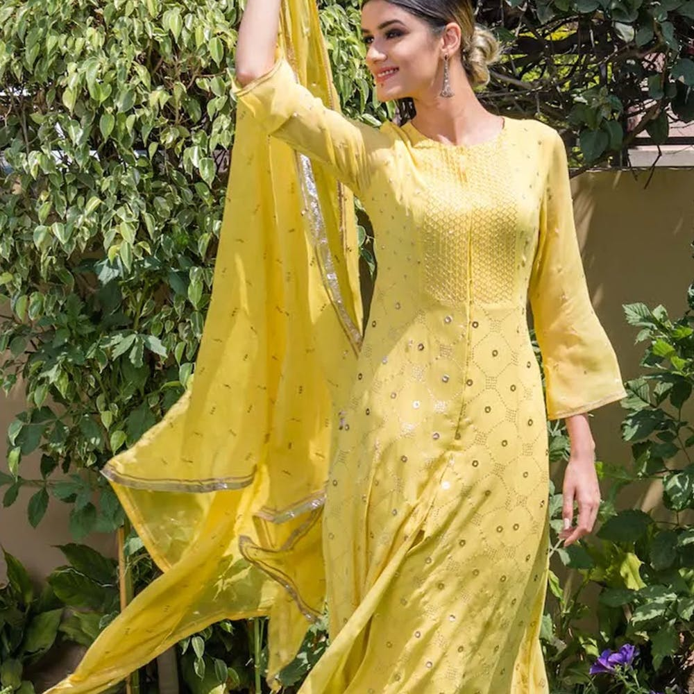 Clothing,Yellow,Dress,Shoulder,Formal wear,Fashion,Gown,Neck,Fashion design,Joint