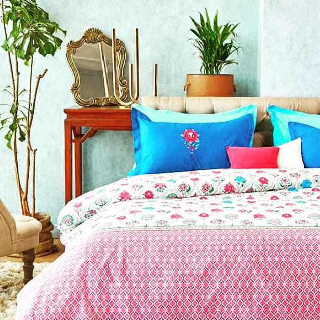 Bed sheet,Bedding,Furniture,Bed,Turquoise,Textile,Room,Aqua,Bedroom,Pillow