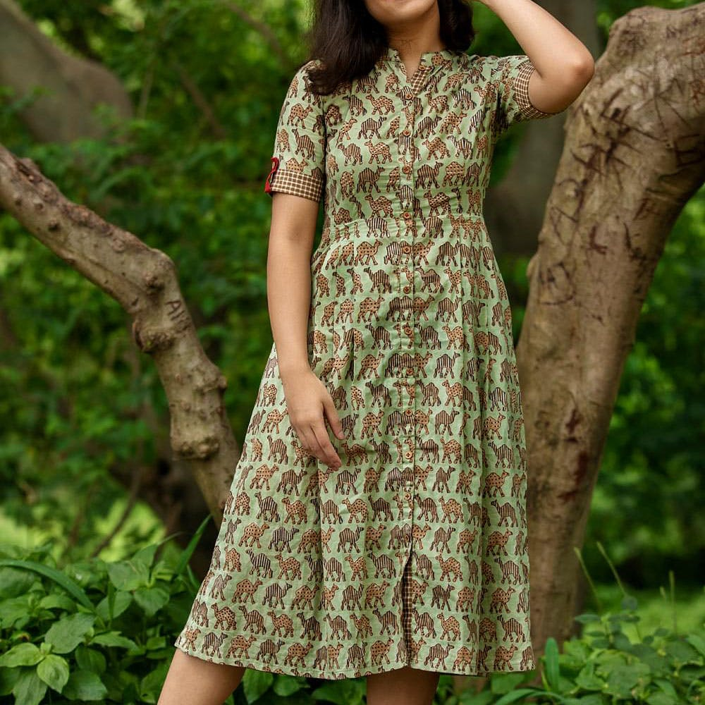 Clothing,Dress,Green,Day dress,Sleeve,Pattern,Neck,Pattern,Motif,Fashion