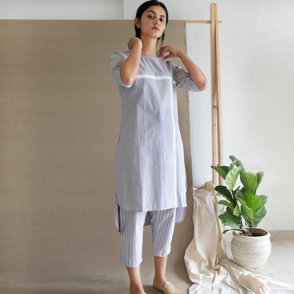Clothing,White,Shoulder,Dress,Gown,Silk,Nightgown,Joint,Textile,Linen