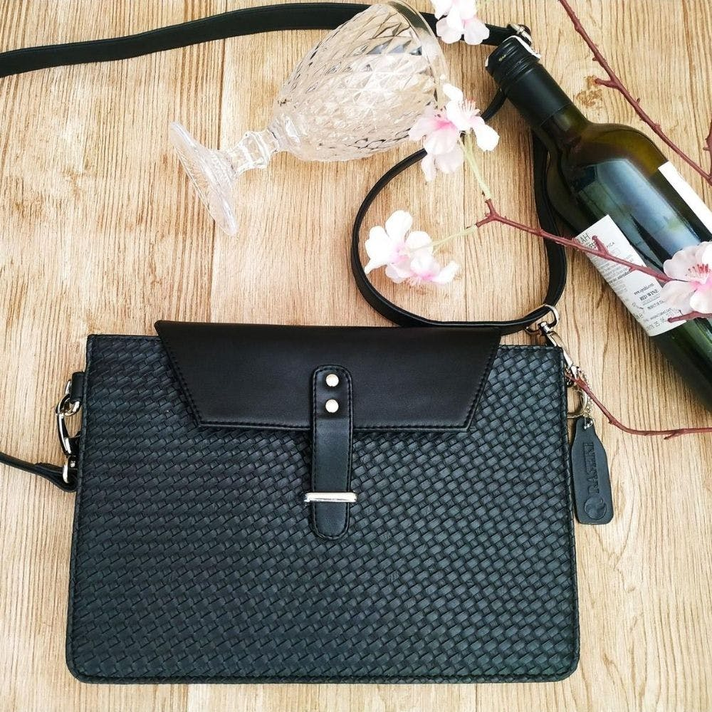 Bag,Handbag,Leather,Fashion accessory,Coin purse,Design,Wallet,Material property,Everyday carry,Kelly bag